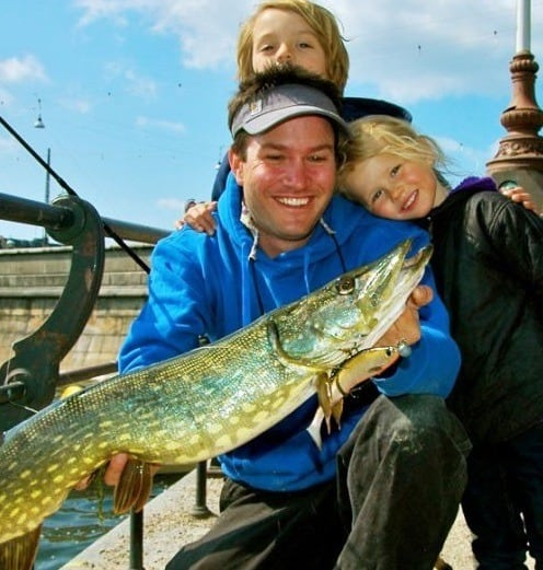Man skal regne med et medlevende publikum, hvis man dyrker street fishing