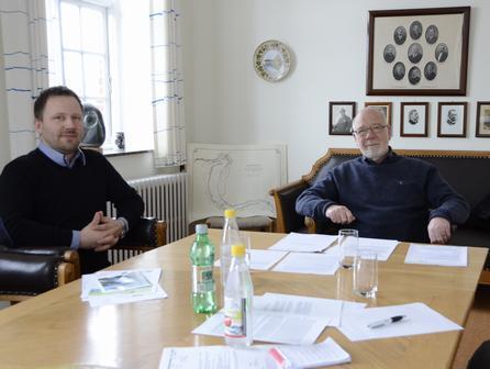 Kraftværksdirektør Rasmus Lambert og konsulent Bent Kornbek glæder sig til at få den kommunale driftstilladelse på plads. De roser samarbejdet med Viborg Kommune